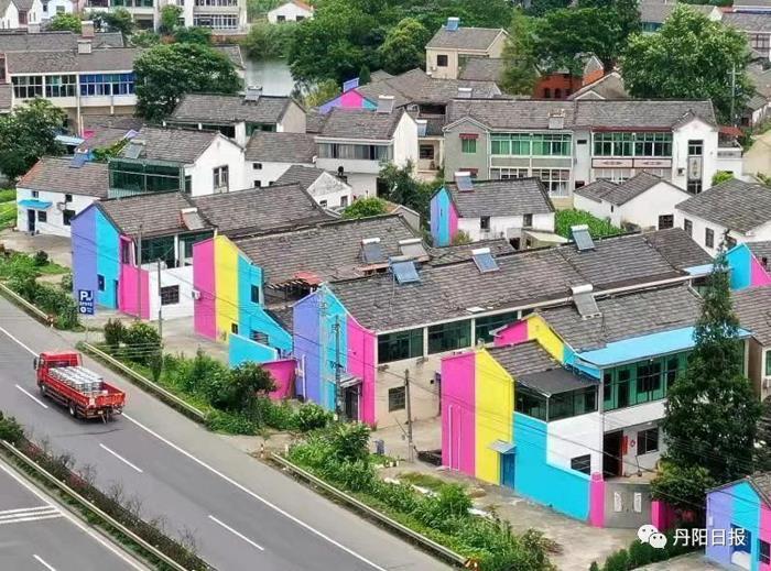 """8000平方米的""""彩虹墙""""闪现丹阳!"""