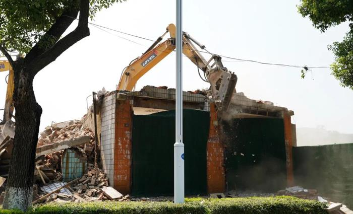 我市对姜家园片区一被征收房屋依法实施强制拆除